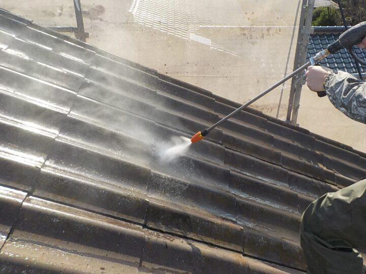 ①高圧洗浄(屋根)